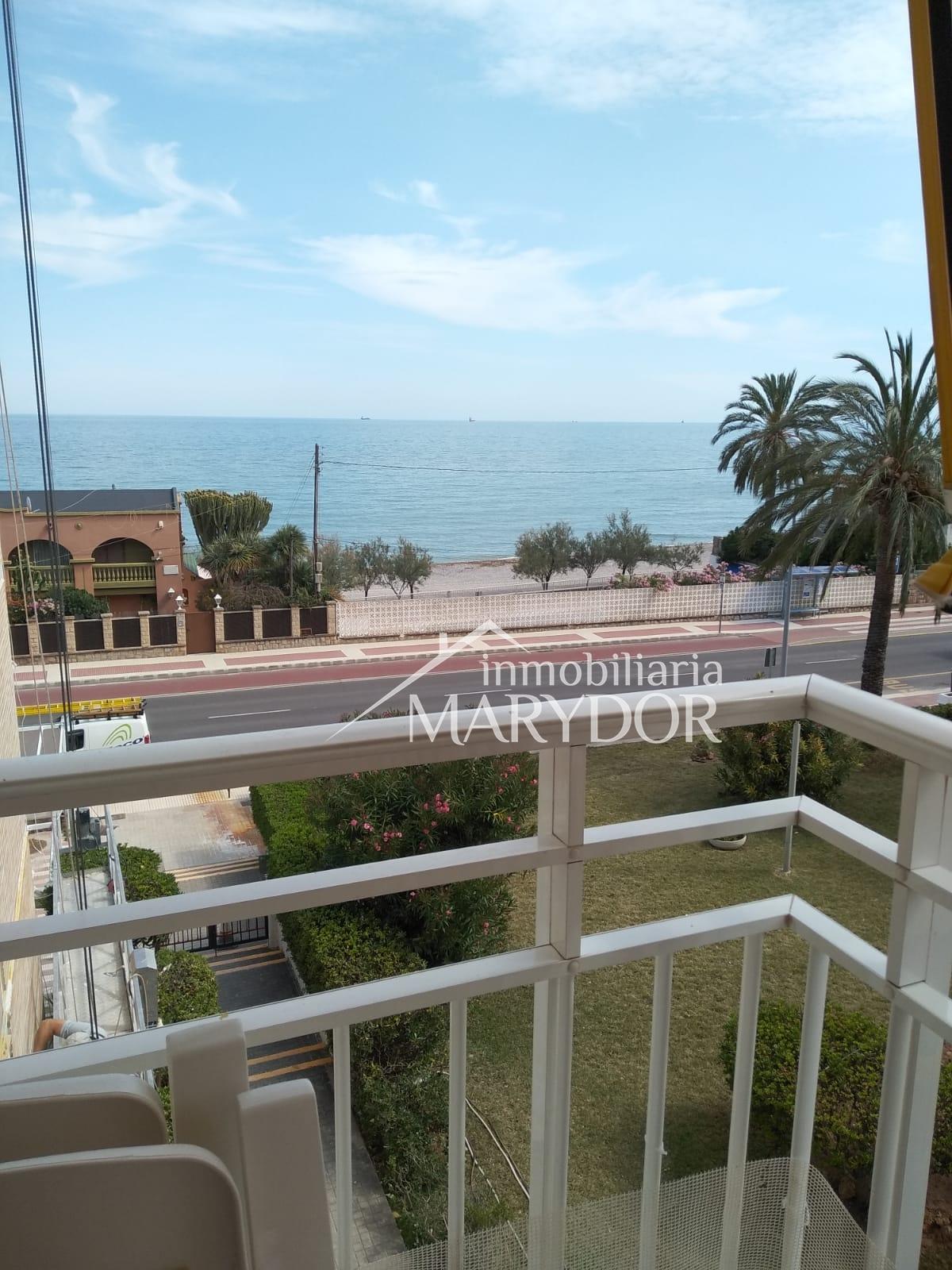 Apartamento muy acogedor en primera linea con bonitas vistas al mar